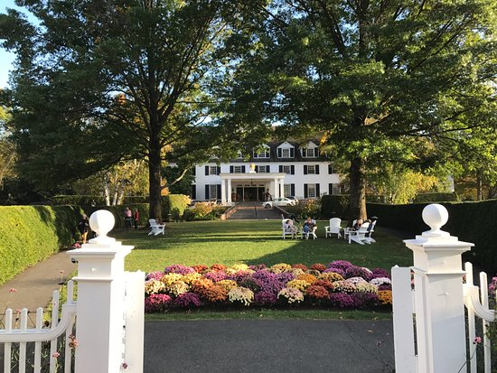 Woodstock Inn and Resort: Front Garden