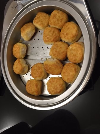 Drury Inn & Suites Memphis Southaven: breakfast biscuits