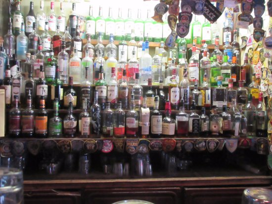 Kelly's Irish Times Pub: Like whiskey? come here