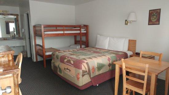 Eagle's Nest Motel: Bunkbed room