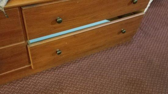Terre Haute, IN: broken drawer