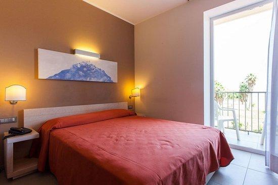 Hotel villa d 39 amato palermo talya otel yorumlar ve for Media room guest bedroom