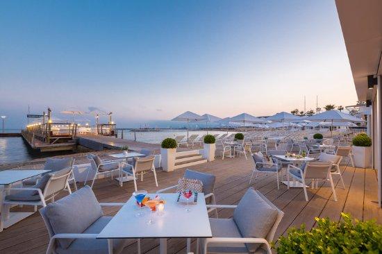 Hôtel Barrière Le Majestic Cannes: Beach