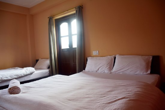 Bandipur, Nepal: extra standard room with one big bed and one single bed
