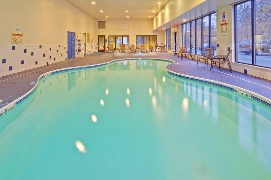 Hurricane, WV: Pool