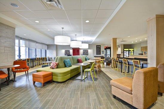 Oswego, NY: Lobby