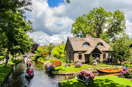 Giethoorn in One Day with Enclosing Dike from Amsterdam