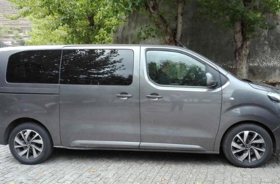 Private One-Way Lisbon Airport Transfer to Central Lisbon
