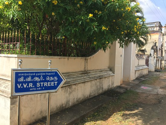 Chettiar Mansion: A typical street sign to another row of mansions