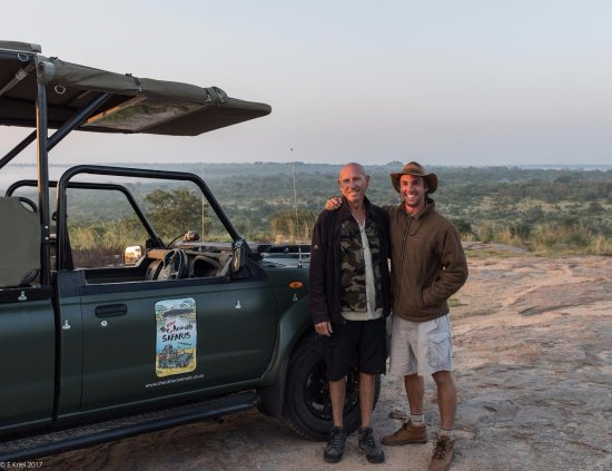 Hazyview, Sudáfrica: Frank Watts and Armand Grobler making everything come together so we could enjoy the best sunset