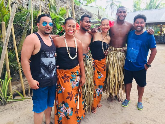 Robinson Crusoe Island Resort : Photo with the island staff and performers amazing people