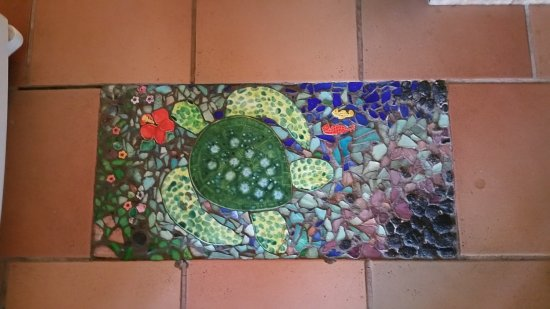 Lava Tree Tropic Inn: Another beautiful floor in the house