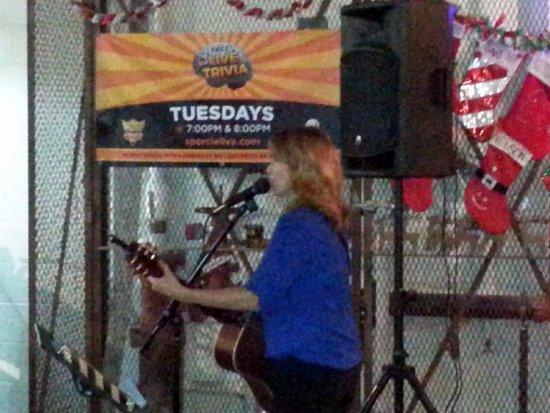 Schiller Park, IL: singing guitarist