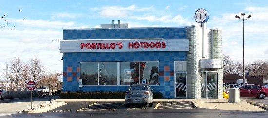 Villa Park, IL: front of Portillo's Hotdogs