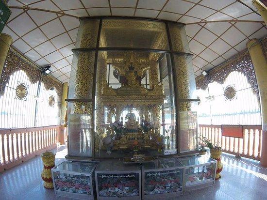 Yangon Region, Birmanie (Myanmar) : the bacony