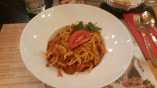 Avry-devant-Pont, Schweiz: Un spaghetti trop cuit, et en quantité insuffisante