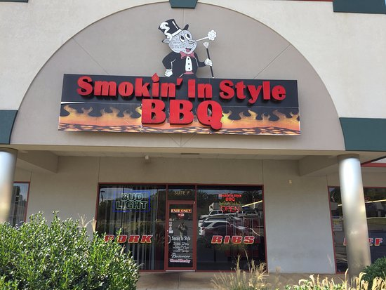 Smokin in Style BBQ: Outside