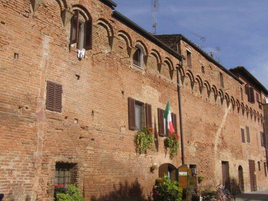 Buonconvento, إيطاليا: Buonconvento: mura 2