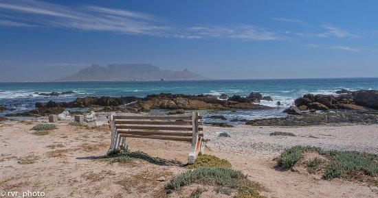Table View, Sudáfrica: Vistas de Table Mountain desde el otro lado de la bahía