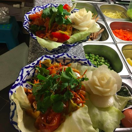 Poh Refined Thai Cuisine: chicken salad
