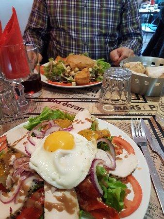 Rocbaron, France: uitgebreide keuzemenu, dagschotel of lekker maaltijdsalades
