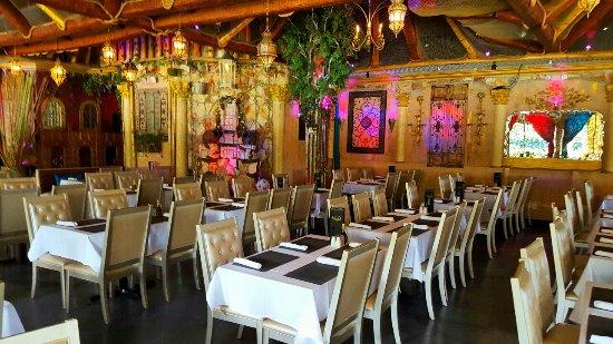 La Vie Lebanese Restaurant: Dining room