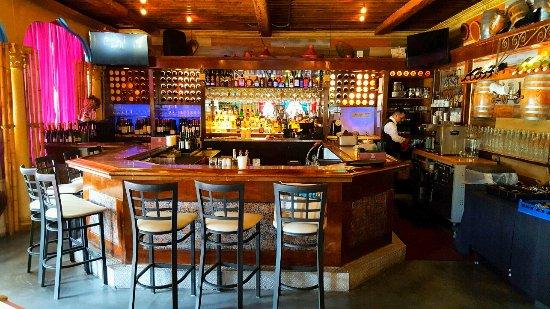 La Vie Lebanese Restaurant: Bar