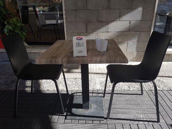 Tavoli Per Esterno Bar.Pedana Con Tavoli Esterni Foto Di Duci E Salatu Giarre Tripadvisor