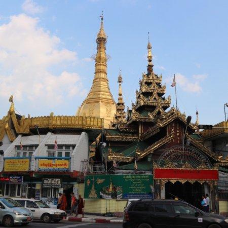 Sule Pagoda : photo1.jpg