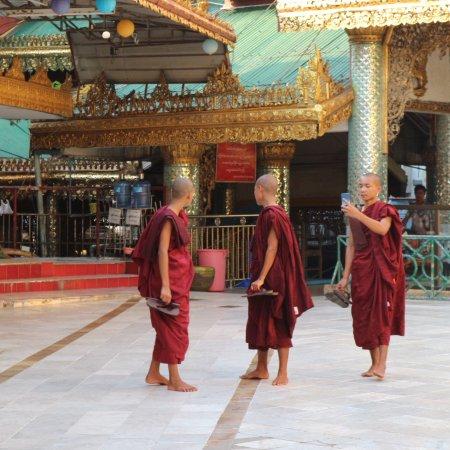 Sule Pagoda : photo3.jpg