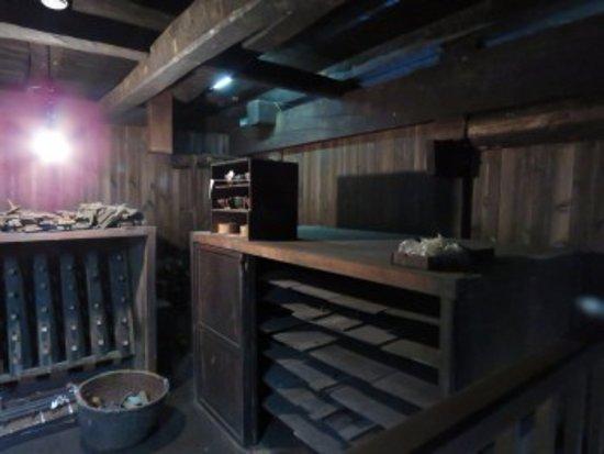 Itoigawa, Japan: 木材の乾燥部屋