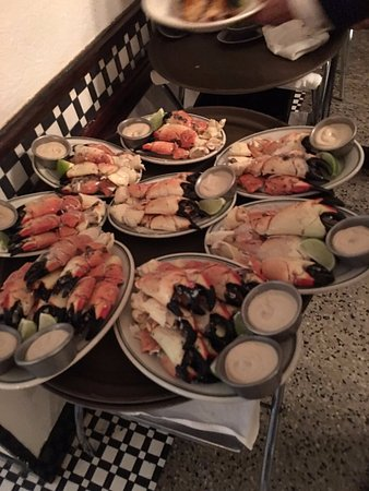 Joe's Stone Crab: Crabs variados