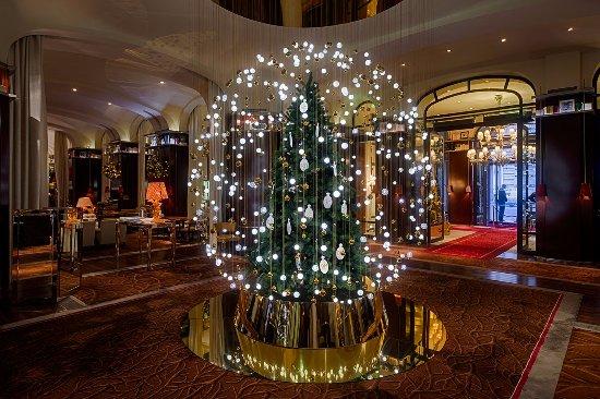 Le Royal Monceau-Raffles Paris: Christmas decorations