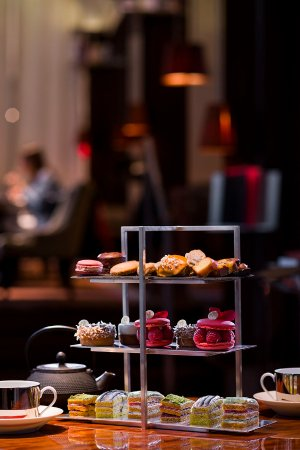 Le Royal Monceau - Raffles Paris: Pierre Hermé Teatime at Le Bar Long