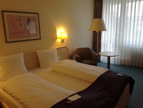 Holiday Inn Munich-South: Habitación doble con edredones individuales