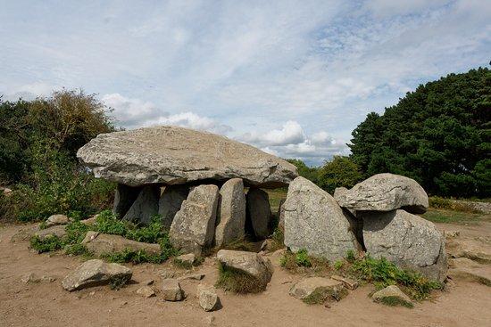 Ile-aux-Moines, France: Le dolmen, coté Sud