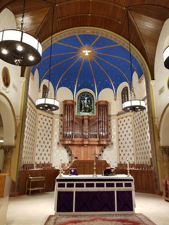 Greenwich, CT: St. Marys Catholic Church--renovated Sanctuary