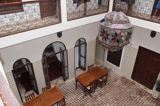 Riad Marana: vista del patio desde la habitacion
