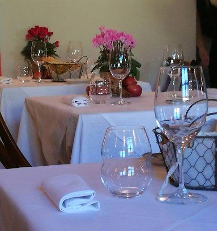 Oviglio, إيطاليا: preparazione tavoli ...