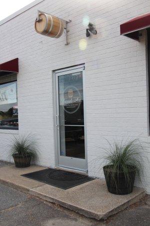 Hampton, VA: Barrel-Art Entrance