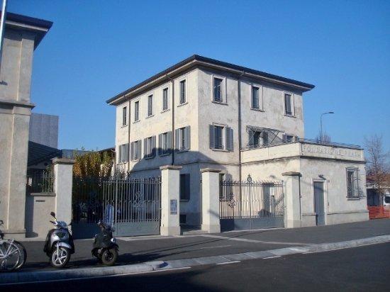 Un palazzo tutto d 39 oro kuva fondazione prada milano for Largo isarco 2 milano