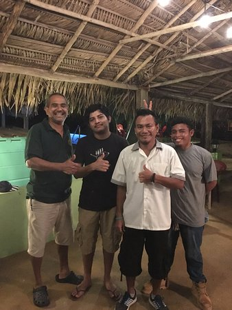 Stann Creek, Belize: The amazing staff that cooked all of our 5 star meals, we love these guys!