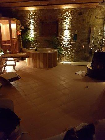 Borgo Dolci Colline: 20171203_185929_large.jpg