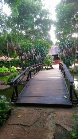 Trung Nguyen Village Coffee: Petit pont