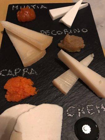 Province of Valencia, Spain: Tabla de quesos.