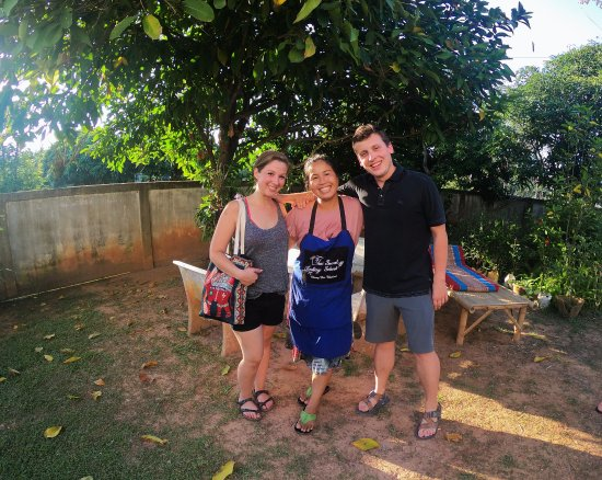 San Sai, Tailândia: Saying goodbye after a full day of cooking, eating, and laughing with May!