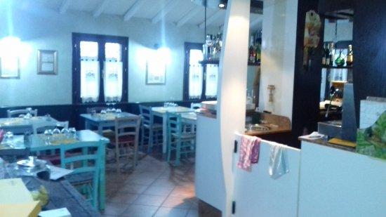 Sala da pranzo picture of osteria la cascina carpi for Sala da pranzo nuovarredo