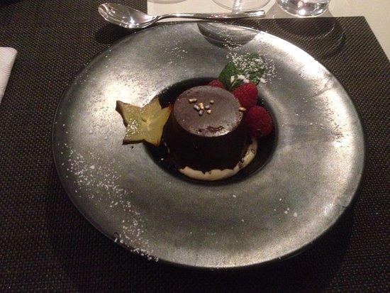 Chambray-Les-Tours, France:  Coulant au chocolat