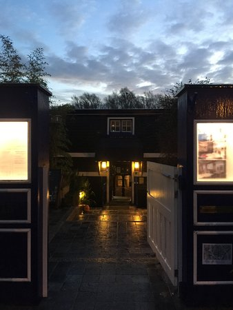 De Barge Hotel: The Gate