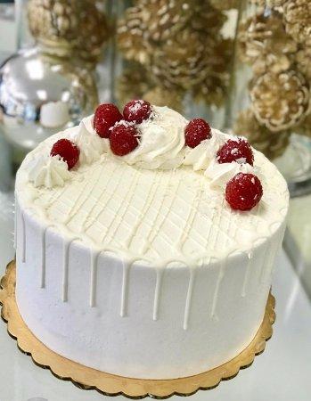 Tenafly, NJ: Beautiful store display case cake